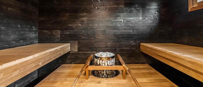 Tunnelmallinen sauna, jossa lämpökäsitellyt lauteet ja Harvian kiuas
